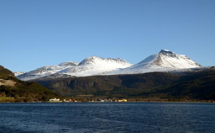 Utsikt mot Todalen med Skjerdingfjellet og Snøfjellet 1. påskedag.  Foto: Jon Olav Ørsal