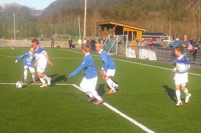 Fotballen rullar for fullt