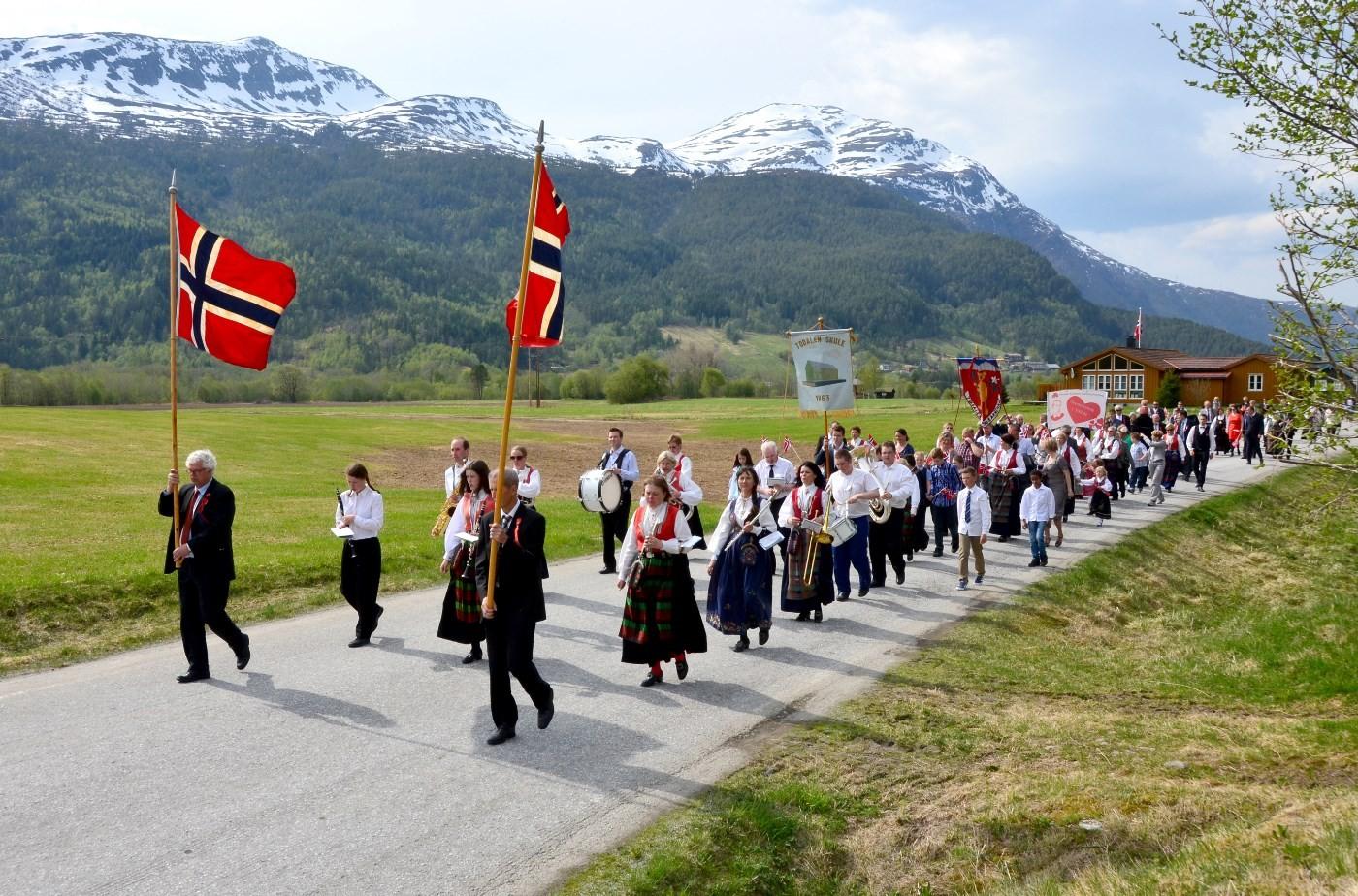 Frå folketoget i Todalen i 2013.  Foto: Jon Olav Ørsal