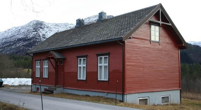 Krigminnesamliga held til i den gamle skulen på Åsen.  Foto Trollheimsporten