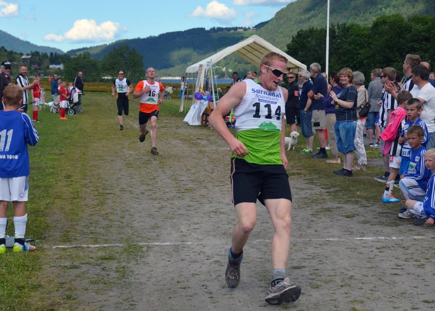 Håvard Gjeldnes var sterkast i innspurten - 11.59.73 vart tida.  foto: Jon Olav Ørsal