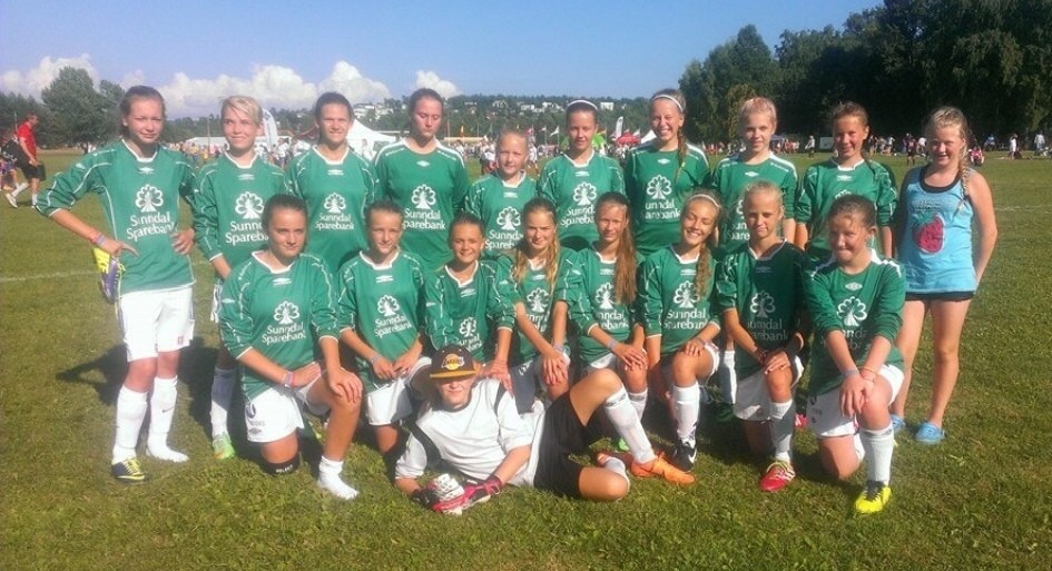 Lagbilde av J14 på Norway Cup i 2014.   Arkivfoto