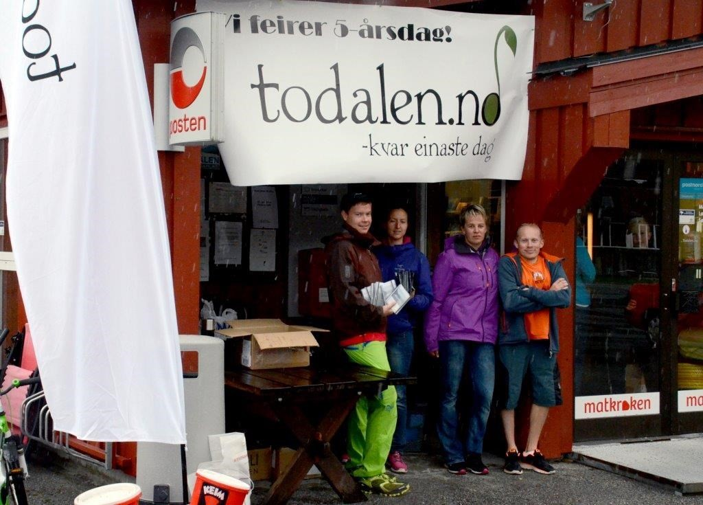 Styret stilte opp på stand: Sondre Halset, Mari redalen, Elinor Bolme og Jo Gjeldnes