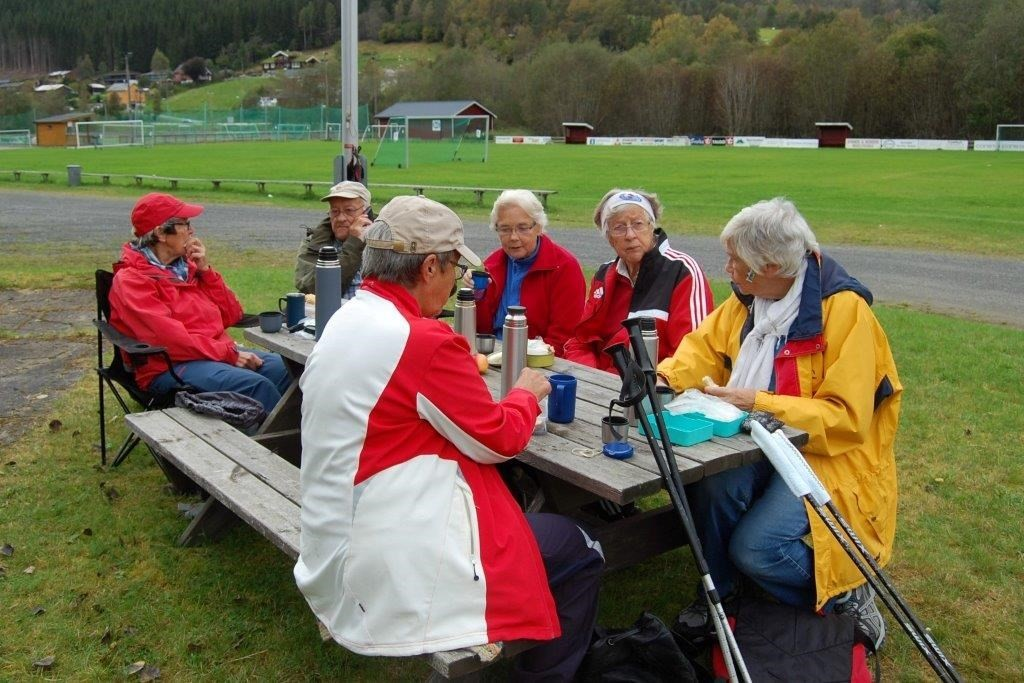 Etter turen vart det matpause ved Søyabanen.  Foto: Randi og Vidar Sogge