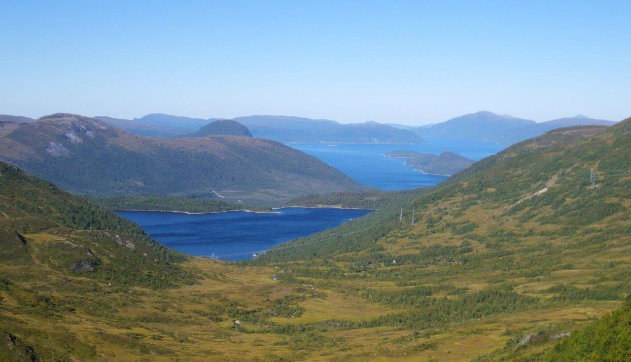 Rennsetvatnet - der Ålvundfjordbrusen kom frå!  Vidare ser vi neslandet og Nesøya Foto: Jon Bruset