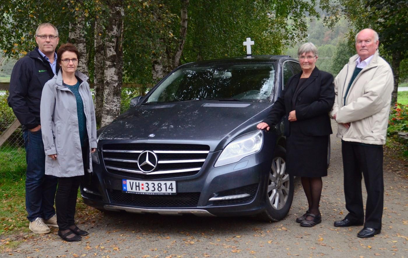 Aalmer og Anna Britt tek over Surnadal og Rindal Begravelsesbyrå når Ragna og Ivar Meisingset går av med pensjon.   Foto: Jon Olav Ørsal