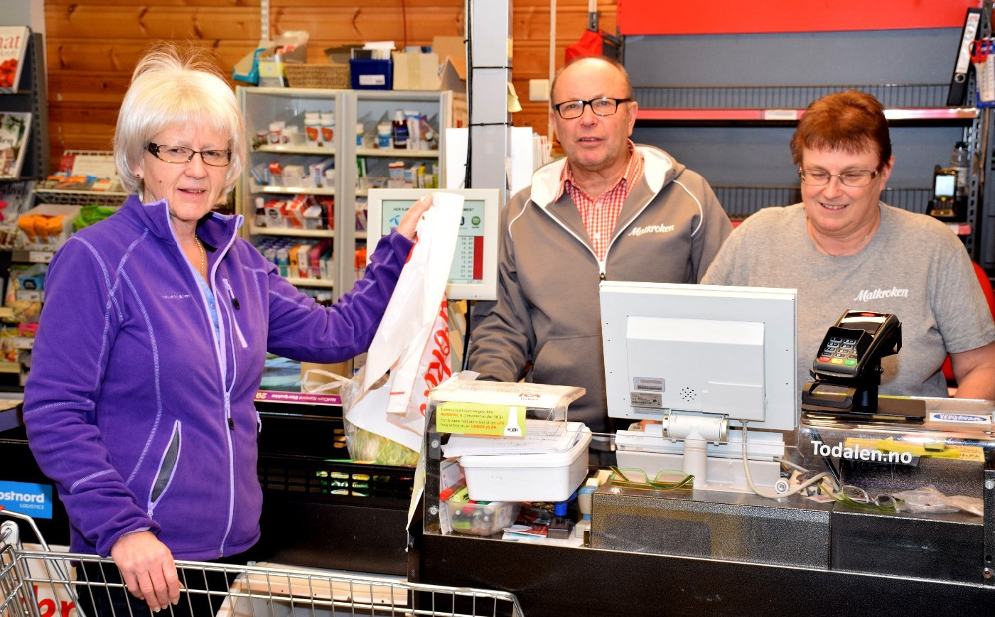Lokal handledag på gang på laurdag. Frå venstre Sidsel Heimlund, Terje Nordvik og Marit Tørset.  Foto: Jon Olav Ørsal