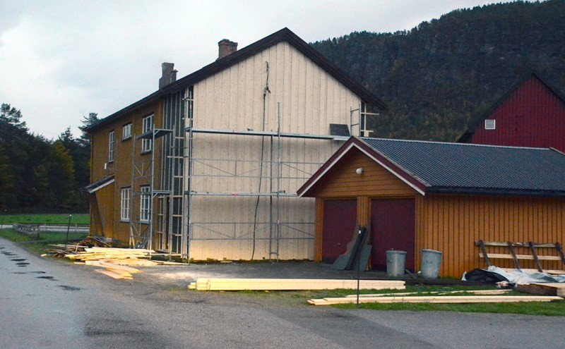 Skulstuå får ny vêrvegg i disse dager.  Foto: Jon Olav Ørsal