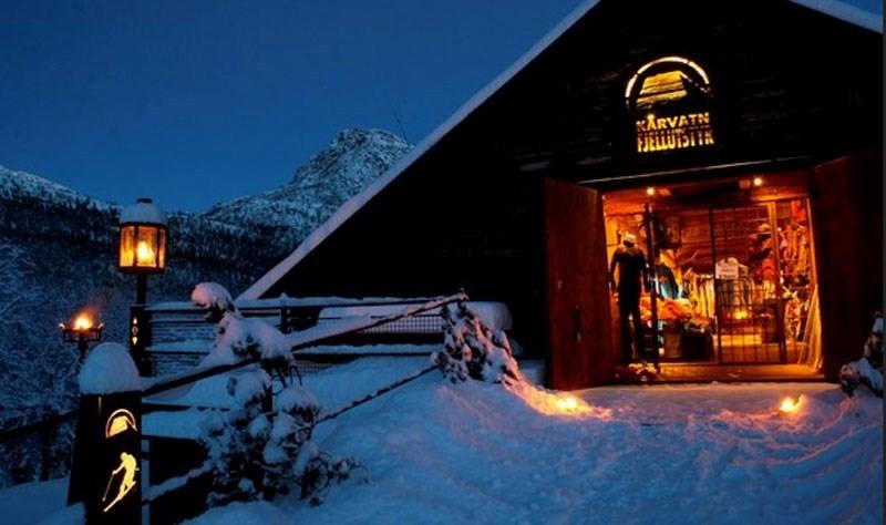 Laurdag blir det julestemning både på gammellåven og nylåven.  Foto: Kårvatn Fjellustyr.