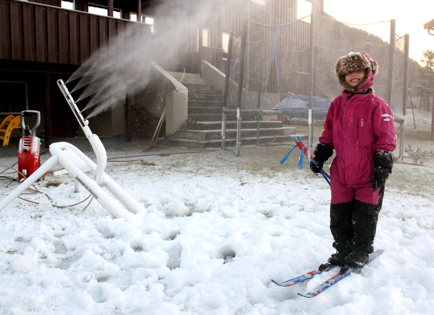 Endeleg fikk Maria prøve skiutstyret!    Foto: Jon Olav Ørsal
