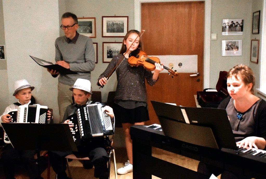 Konsert med familien Kvendset frå Vanvikan.  Foto: Jon Olav Ørsal