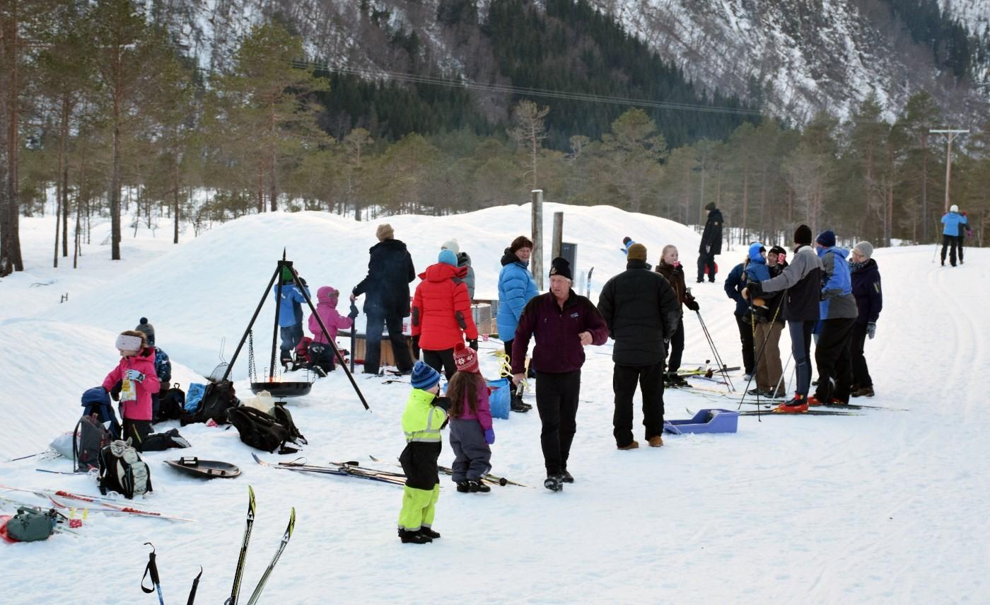 Høg trivselfaktor - 50-60 deltok skitreff på Tjønnmyran.  Foto: Jon Olav Ørsal