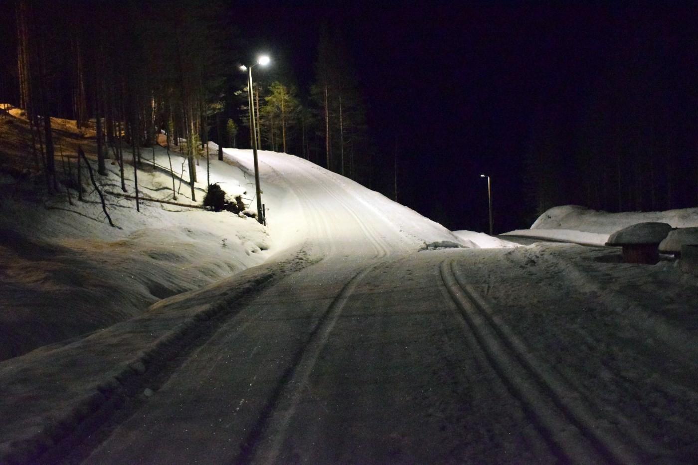 Da er lysa tennt i lysløypeanlegget på Tjønnmyran. Ta deg ein prøvetur!  Foto: Jon Olav Ørsal
