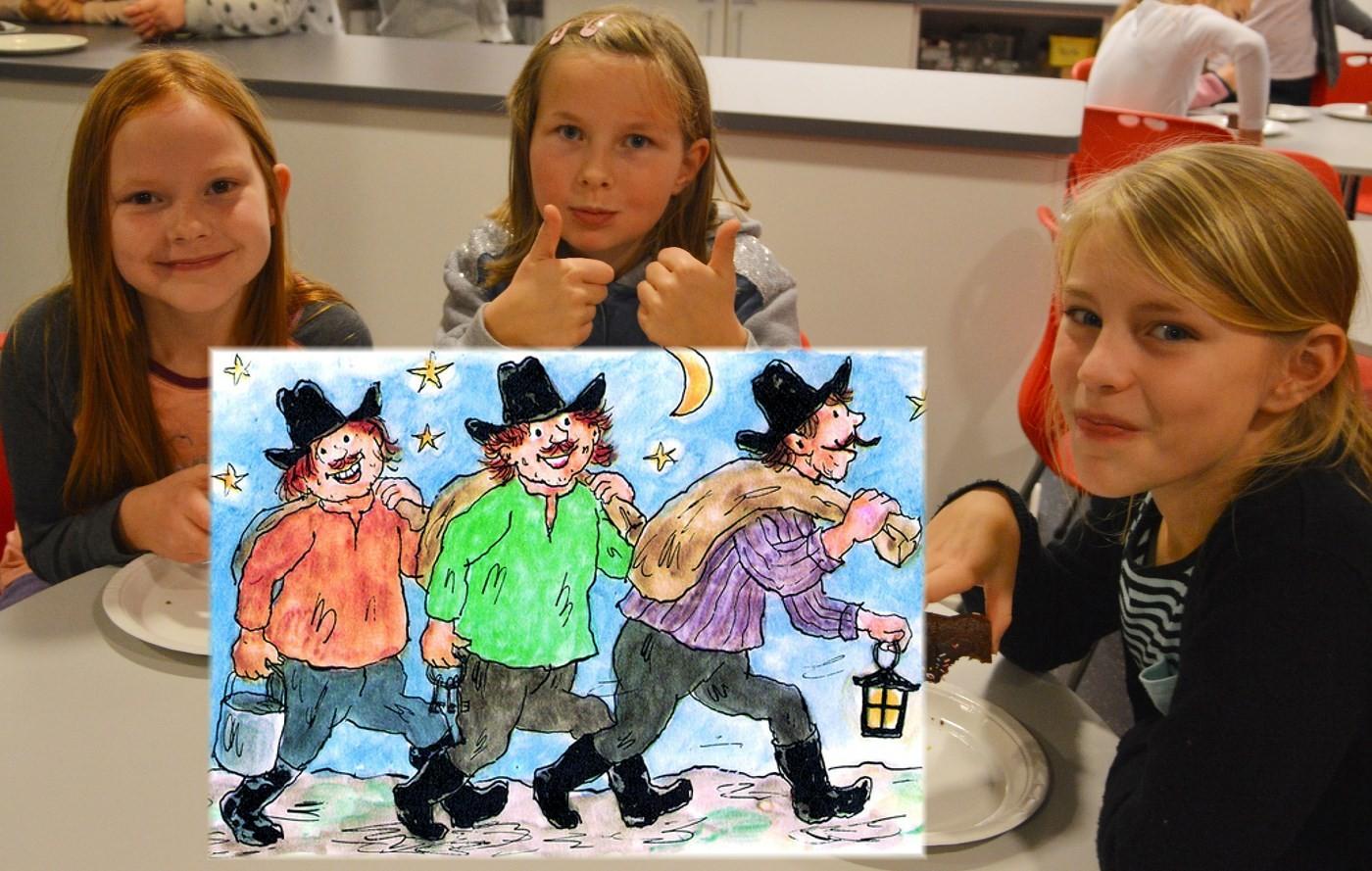 Kirsten Marie, Elise og Mette gler seg på å framstille folk og røvarar frå Kardemomme by.  Foto: Bernt Bøe