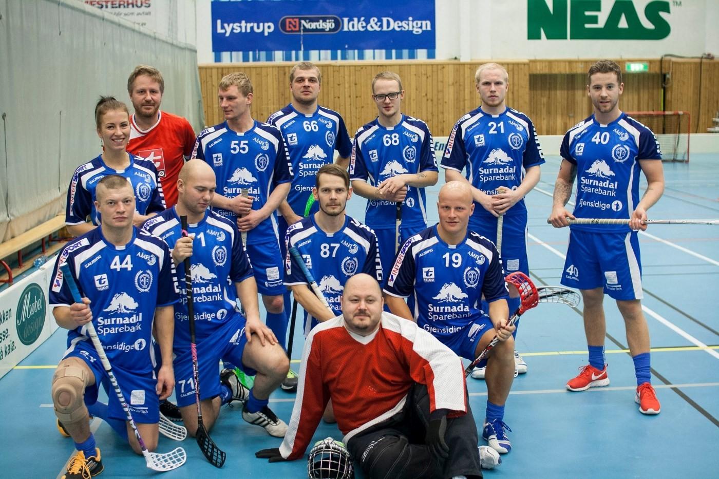 Innebandy er det nyaste tilbodet til surnadal Idrettslag.  Foto Surnadal I.L.