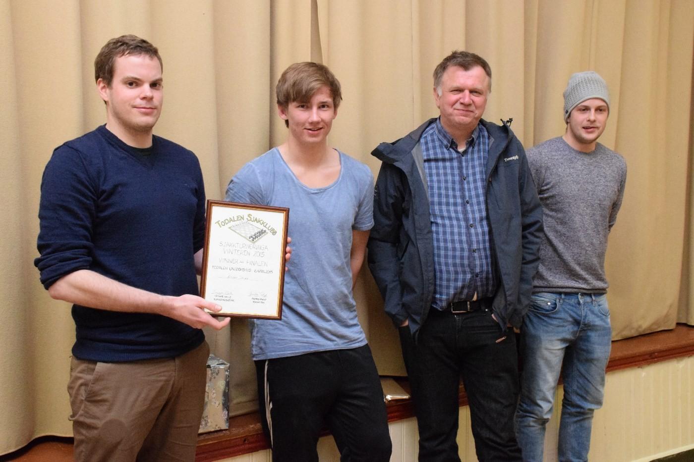 Amund vann sjakkfinalen 2015, Brage på andreplass, Bernt Venås på tredje og Kristoffer vart nr 4.  Foto: Driva/Jon Olav Ørsal