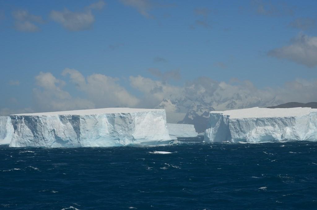 Isfjell fra Sydpolen ved Sør-Georgia_LOL-2013