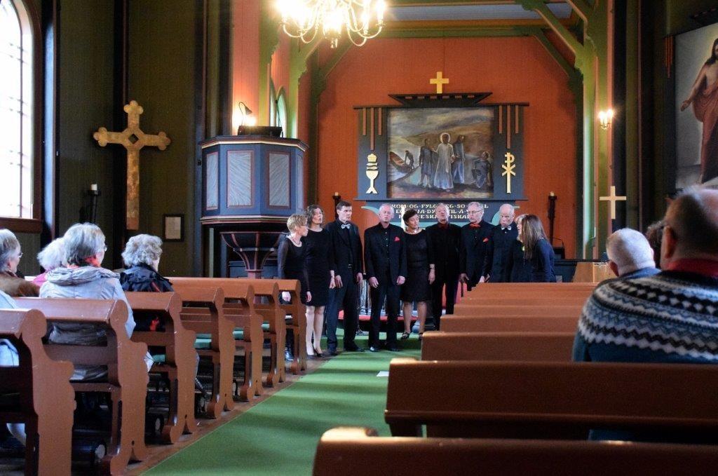 VOK - Sunndal kulturskoles vokalensemble hadde konsert i Todalen kyrkje.  Foto: Driva/Jon Olav Ørsal