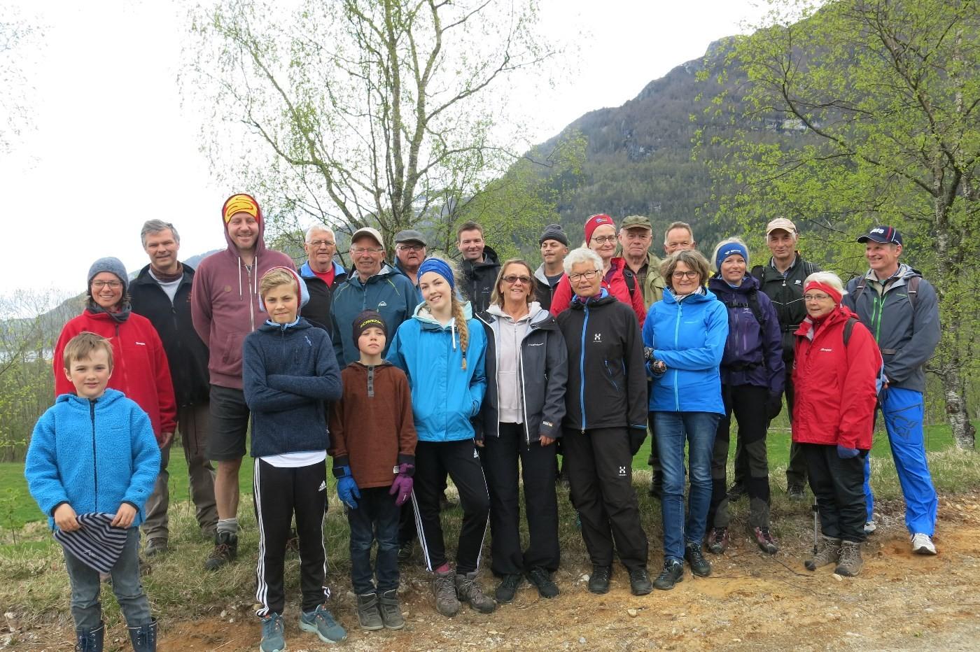 heile gjengen samla - klare for avmarsj til Storhaugen.  Foto: Dordi Jorunn Halle