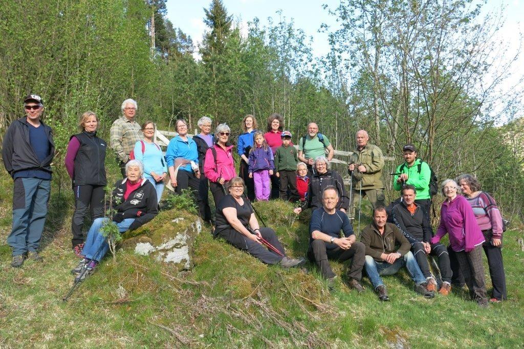 Alle trimmarane før vi starta på Øygardsbakkan. Foto: Dordi Jorunn Halle