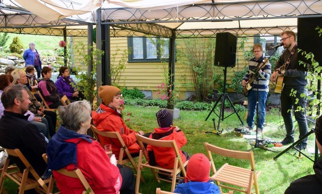Publikum kosa seg med konserten med Perikom. Foto. Jon Olav Ørsal