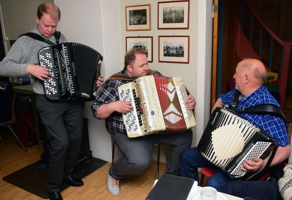 Tre på trekkspell - Konrad Nerland, Odd Arne Halaas og Jon Bjarne Husby bydde mellom anna på Kveld I Trollheimen i lag. Foto: Jon Olav Ørsal