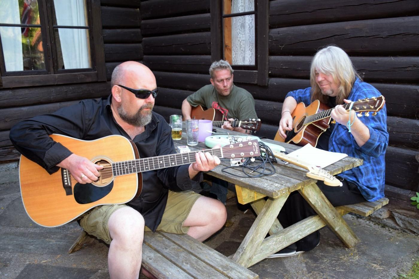 Øving og finpuss til kveldens konsert.  Foto: Jon Olav Ørsal