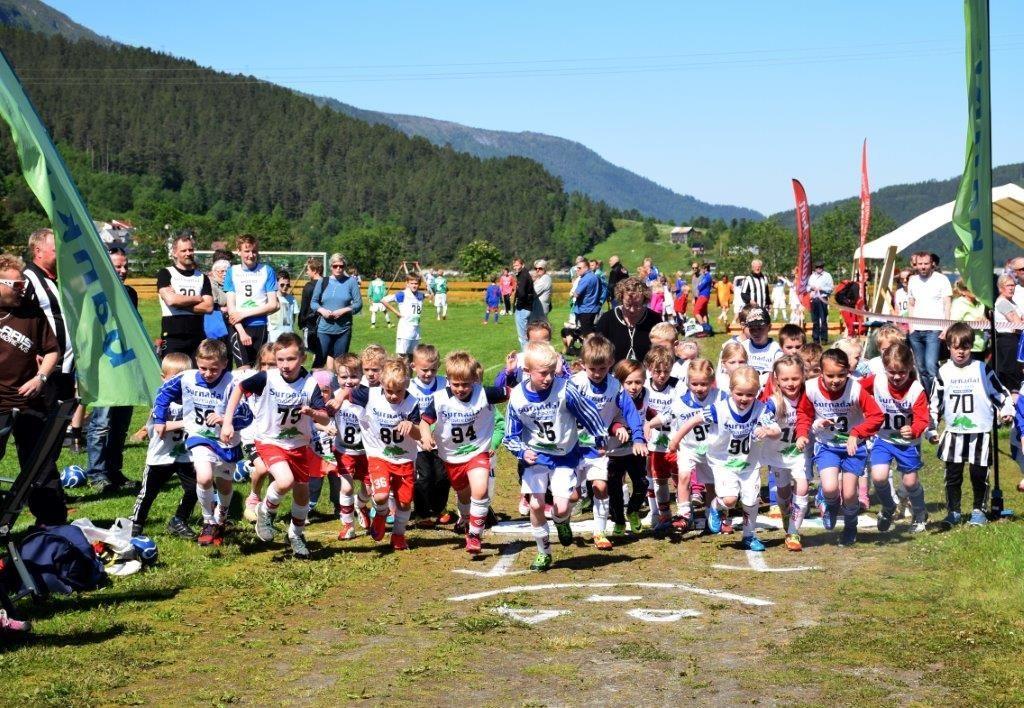 Starten til MiniRæta 2015 - Arkivfoto: Jon Olav Ørsal