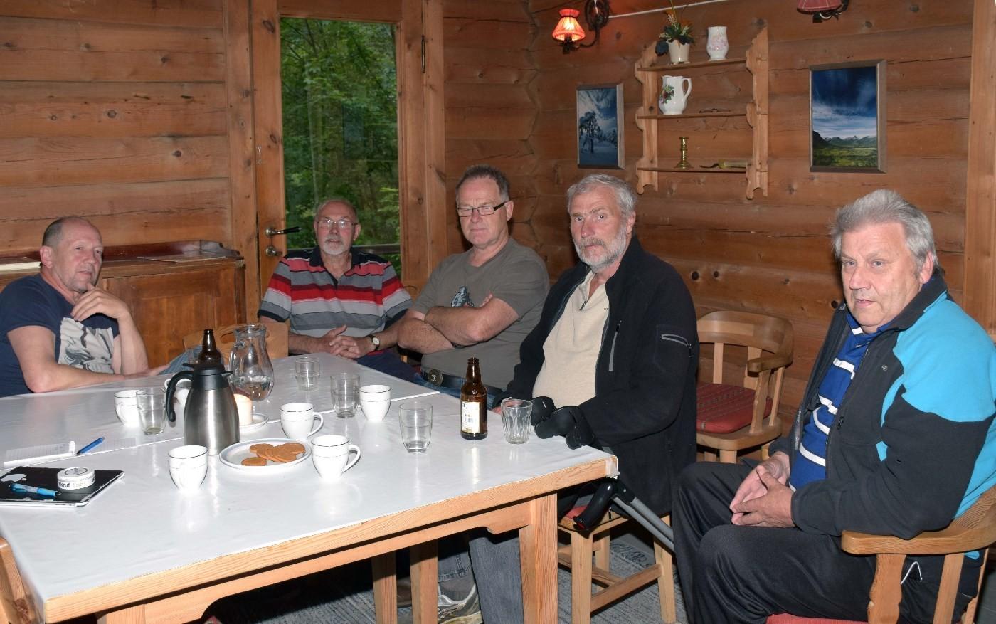 Mimrekveld om Markagapen stadion - frå venstre odd Arild Sande, Trygve Halle, Jon Bruset, Nils Øyen og Leif Egil Tørset.  Foto: jon Olav Ørsal
