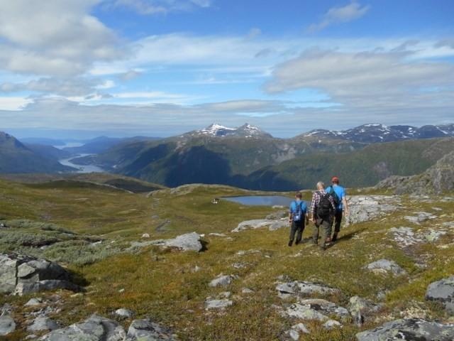 Litjbotn i sikte - på tur ned frå Storbotn.  Foto: Jorunn Nordvik