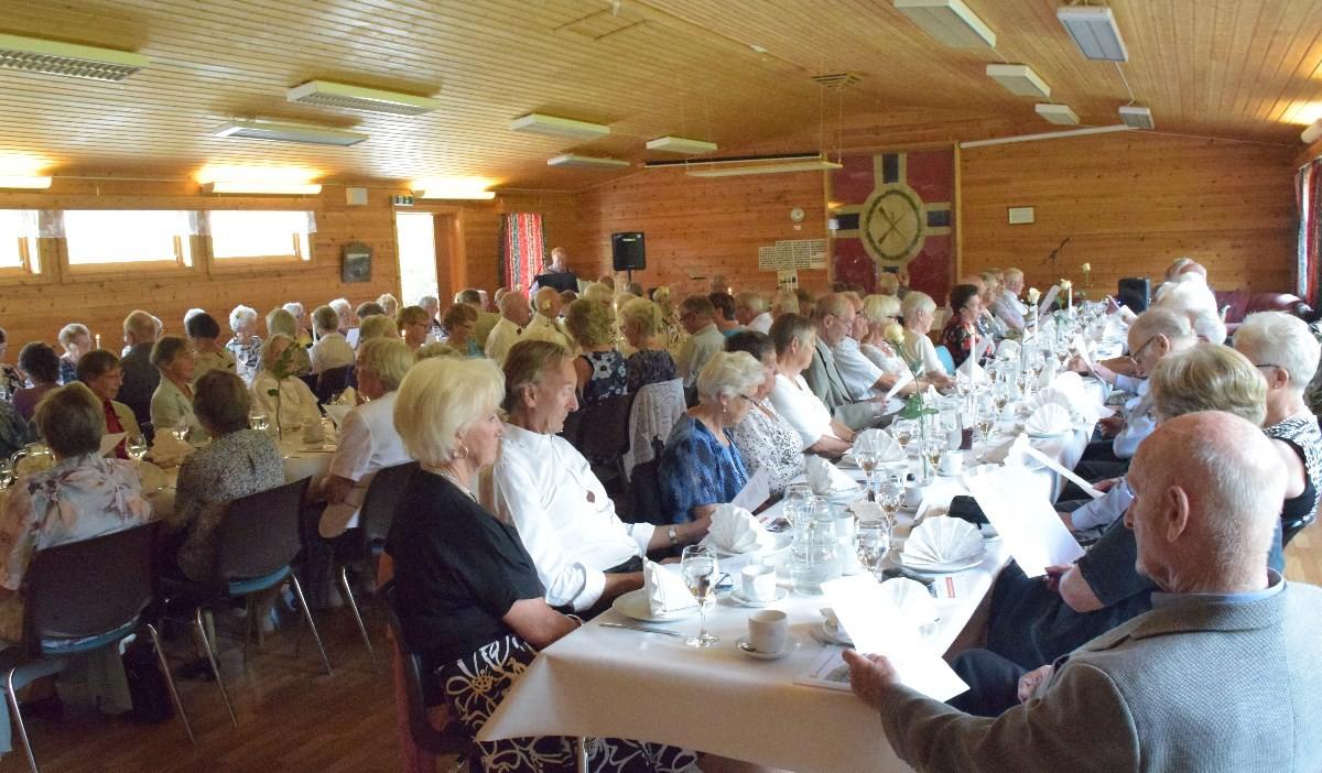 Jubileumsfesta i Surnadal pensjonistlag samla over hundre gjestar.  Arkivfoto: Jon Olav Ørsal