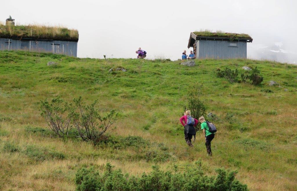 Ørsalsetra i sikte - turen opp lia er unnagjort.  Foto: Inge Nordvik