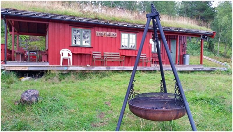 Det er rundt 500 meter etter grusa stil frå parkeringsplassen til Tørsåsløå.  Foto: Tørsåsen Vel