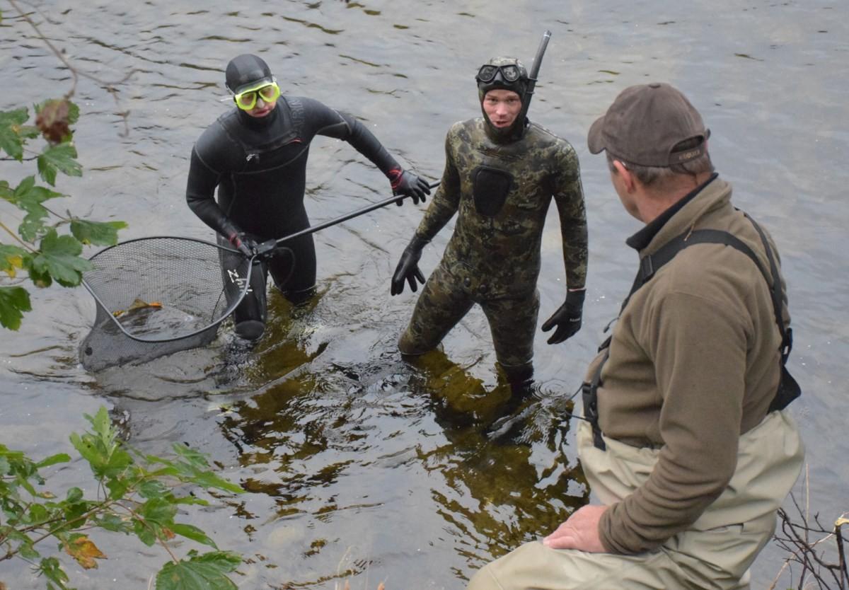 Stamlaksfiske i Toåa - ole Martin Øyen, Bjørnar Aasbø og Ola Bruset.  Foto: Jon Olav Ørsal