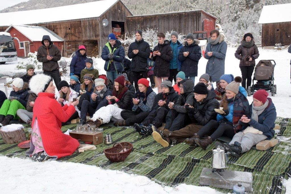 Japansk teseremoni i friluft i Austigarden - originalt og arti!  Foto: Jon Olav Ørsal