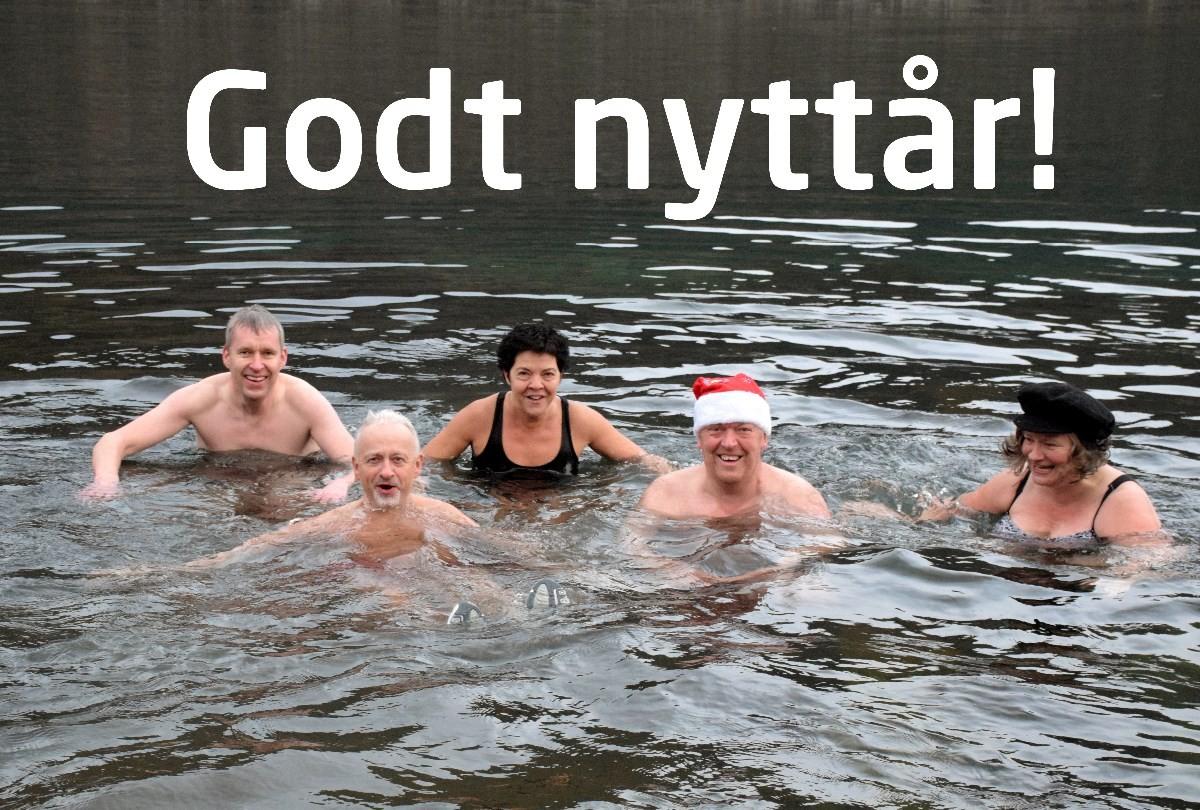 Runda av gammelåret med et friskt bad. Frå venstre kjetil, steinar, Torill, Lars og Ragna.  Foto: Jon Olav Ørsal