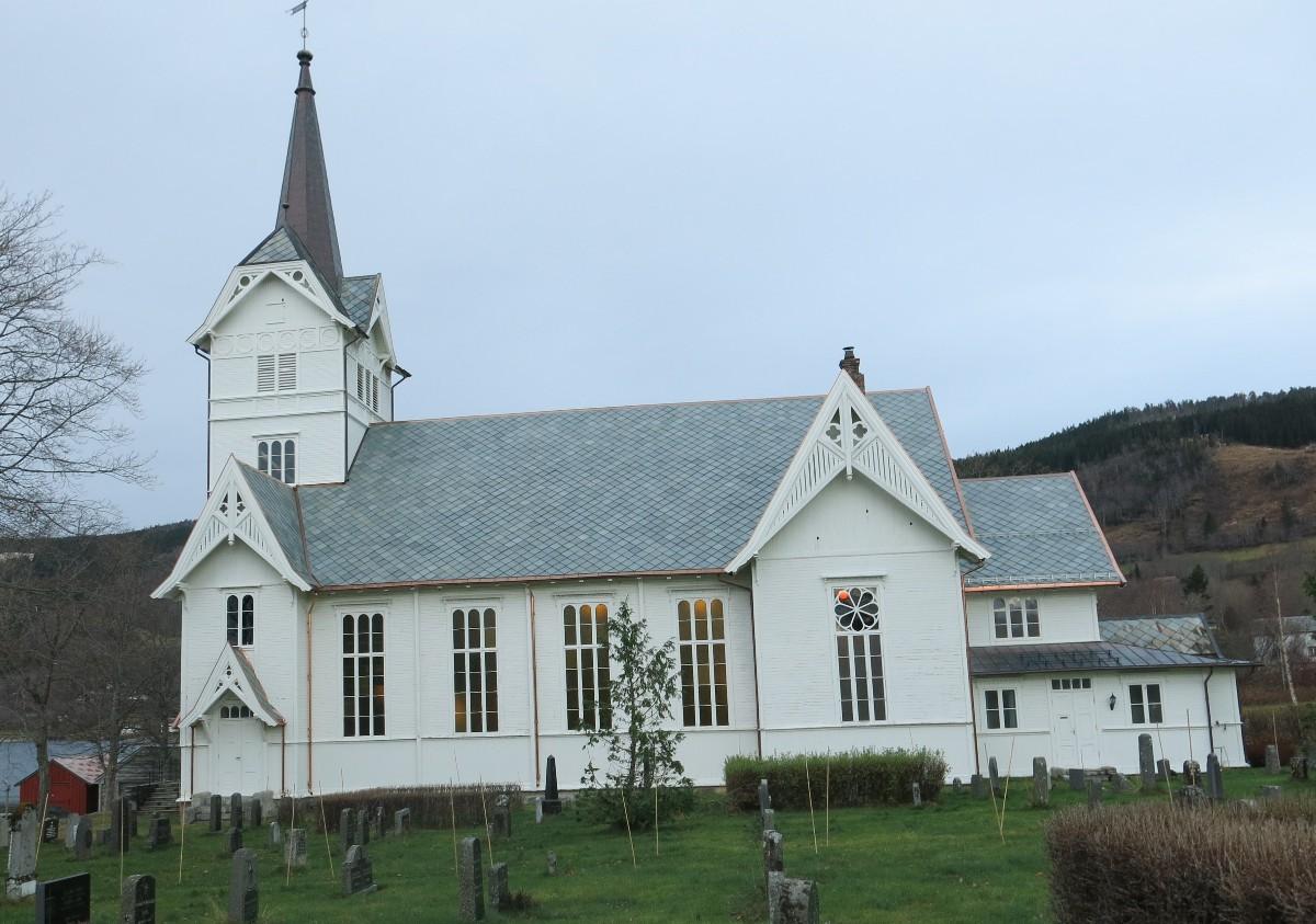 Stangvik kyrkje - no er taket tett. Foto: Dordi J.H.