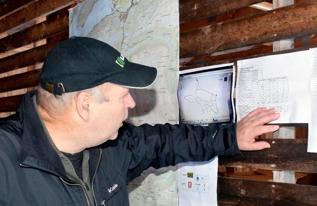 Anders Fritjof Røen presenterte det nye anlegget saman med Einar Grønnes.  Foto: Jon Olav Ørsal