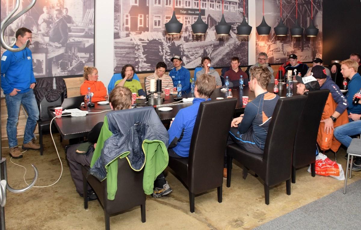 Deltakarar på arbeidsmøtet som foregikk på Talgø utstillingssenter i Todalen laurdag ettermiddag.  Foto: Jon Olav Ørsal