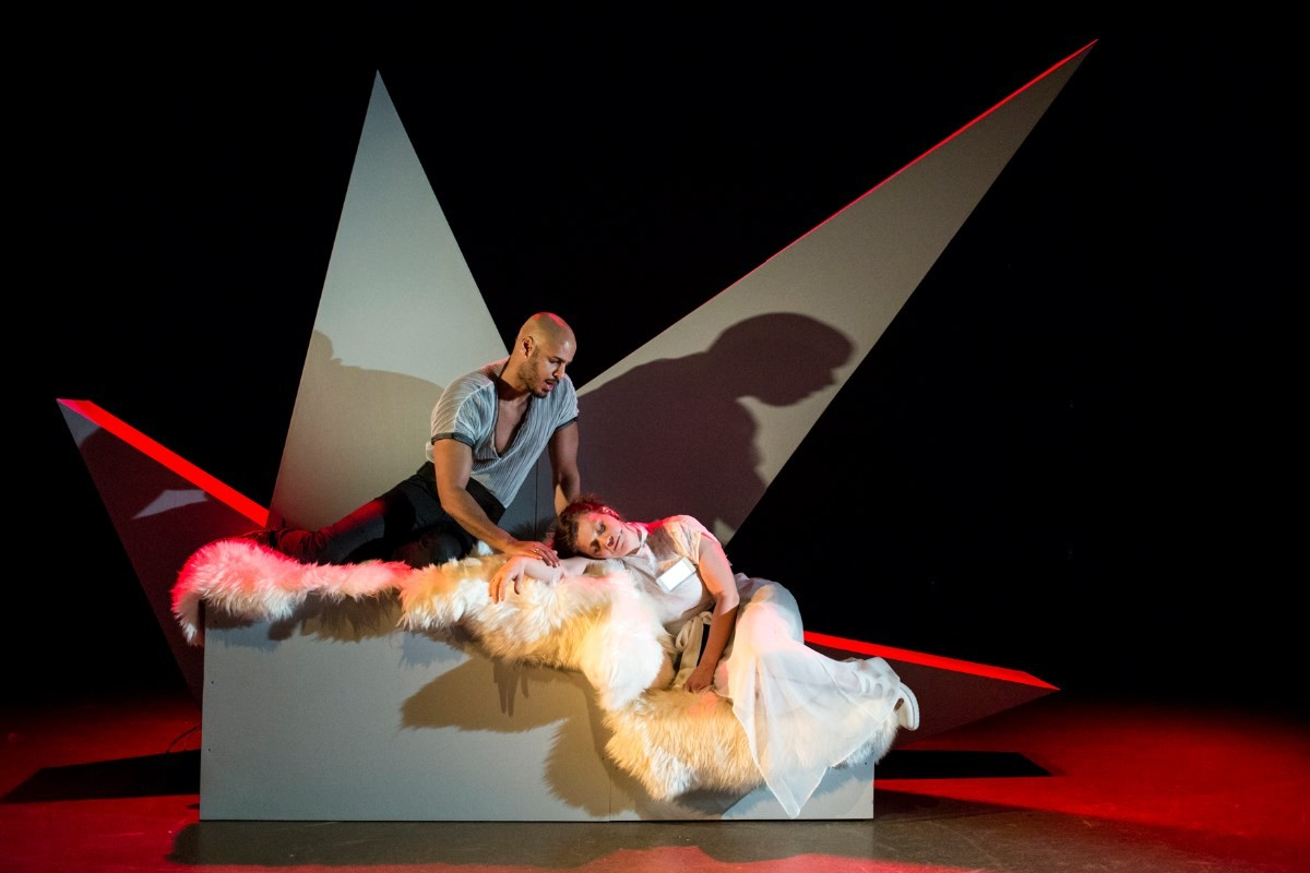 Scene frå Othello.  Foto: Arild Moen