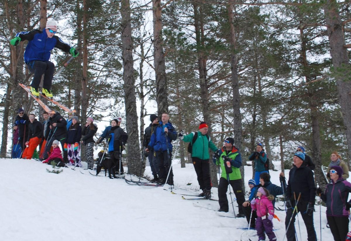 Det var mange luftig svev under hopprennet på årets Seterrenn på Nordviksetra.  Foto: Sverre Kjølstad