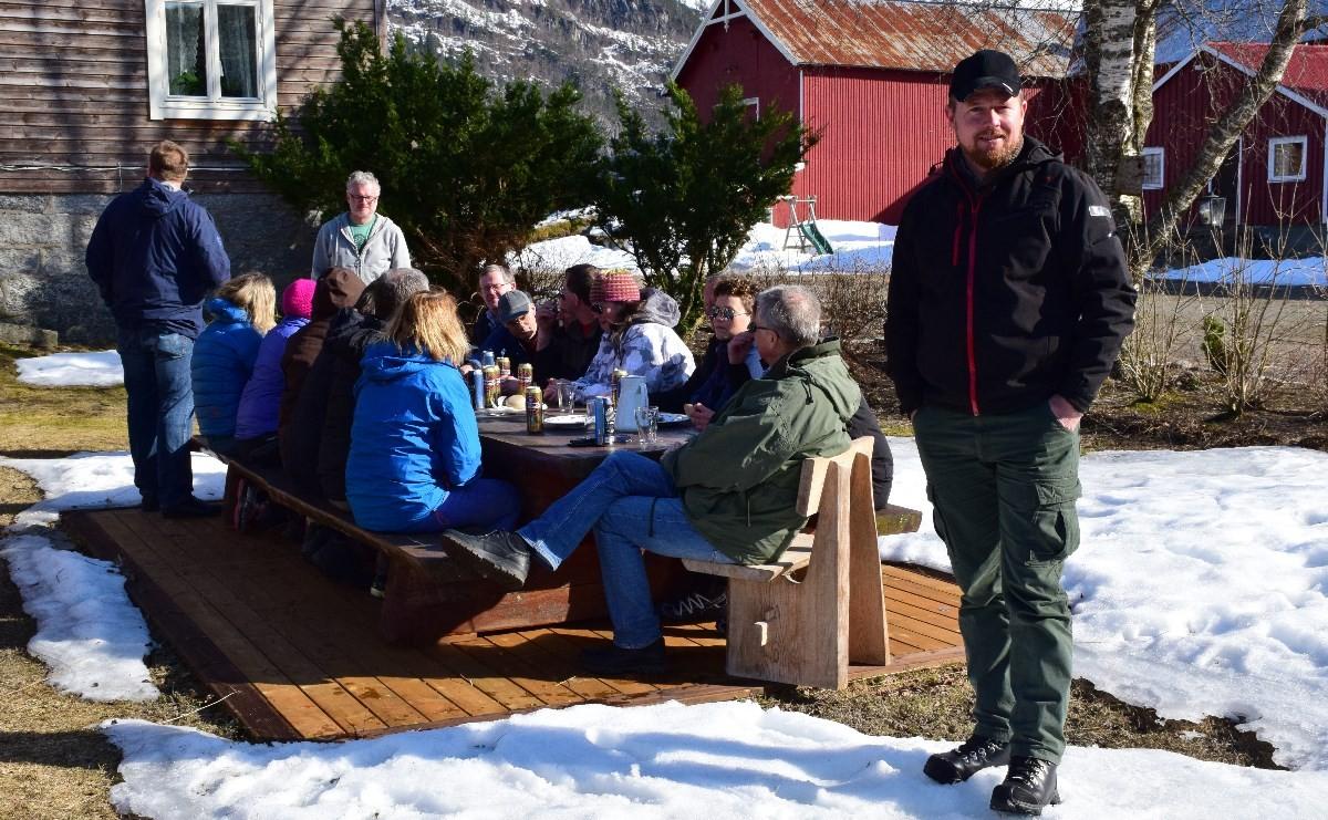 oddvar Nordvik er fylkesleiar i Møre og Romsdal Bondelag - måndag hadde han med seg resten av styret og fylkesstyret i Troms på Todalsvisitt.  Foto: Jon Olav Ørsal