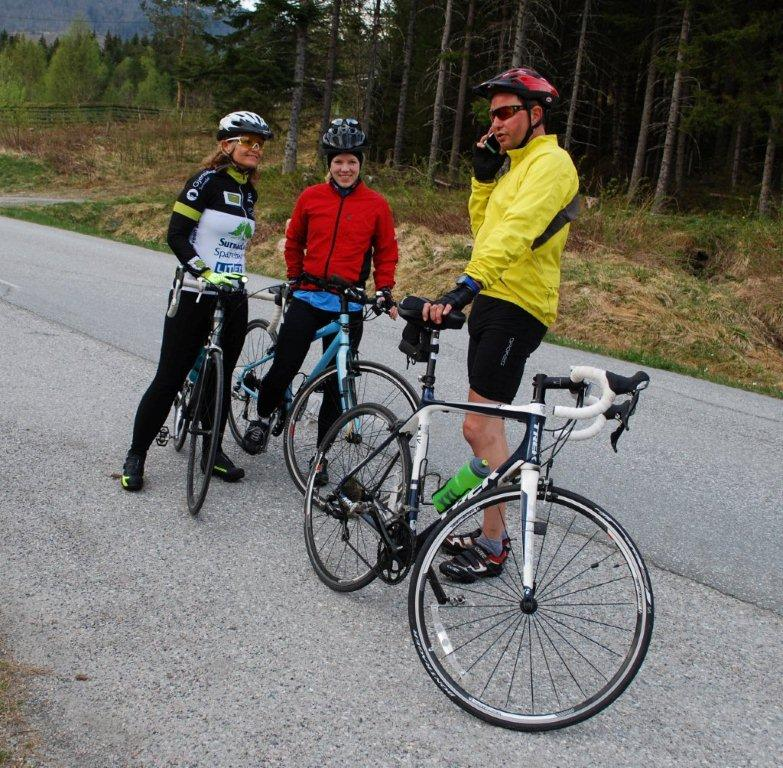 Fra venstre Ann Kristin Bruset, Marianne M. Gjeldnes og Per Gjeldnes var de første som startet.  Foto: Sverre Kjølstad