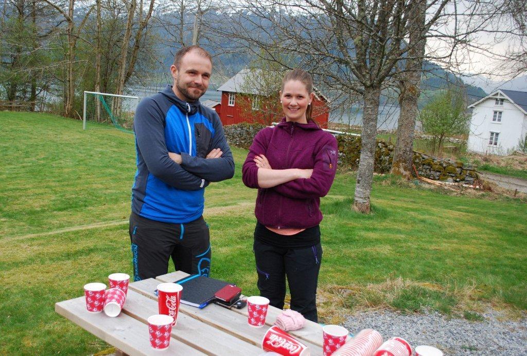 Rune Måøy og Nina Vikan var komité. (Nina Marie S. Måøy som også var komité var dessverre ikke tilstede da bildet ble tatt)