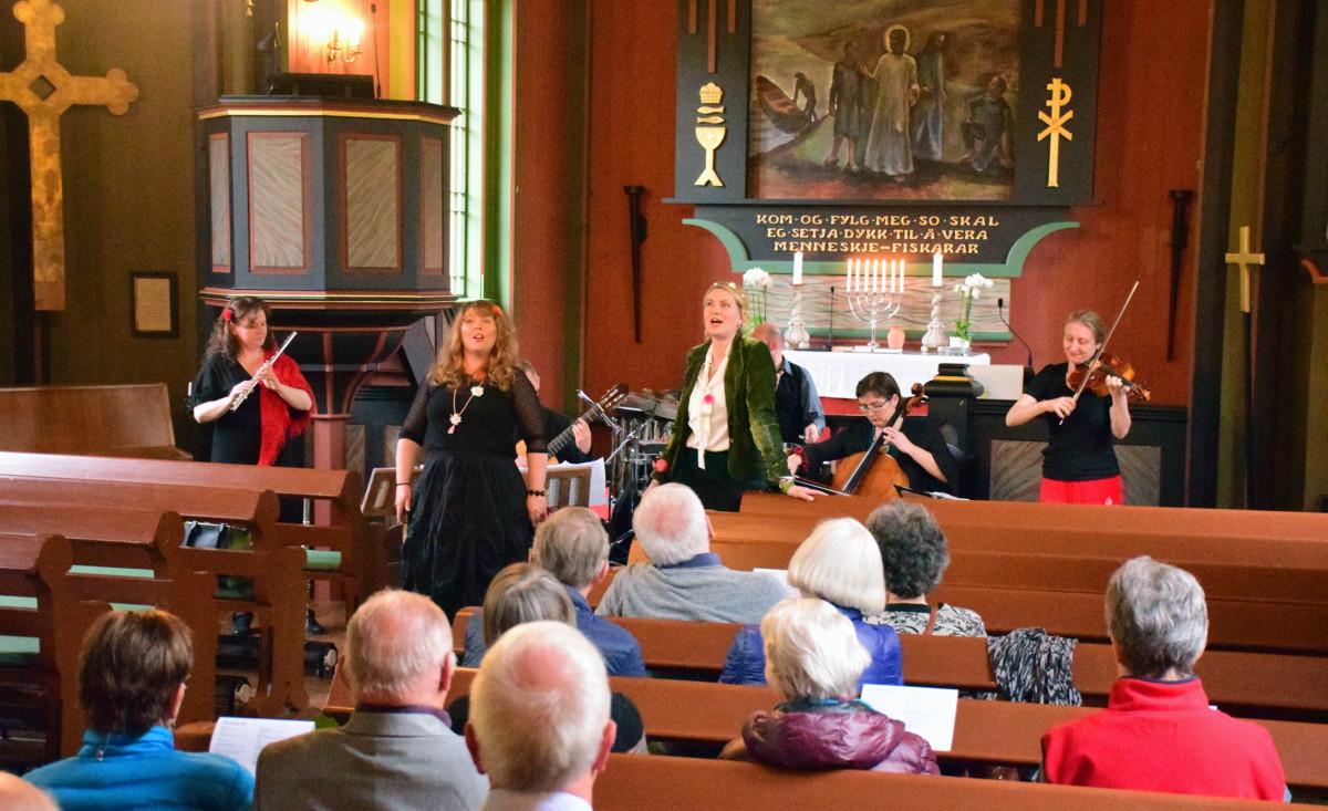 Publikum kosa seg under konserten med Billucas Ensemble.  Foto: Jon Olav Ørsal