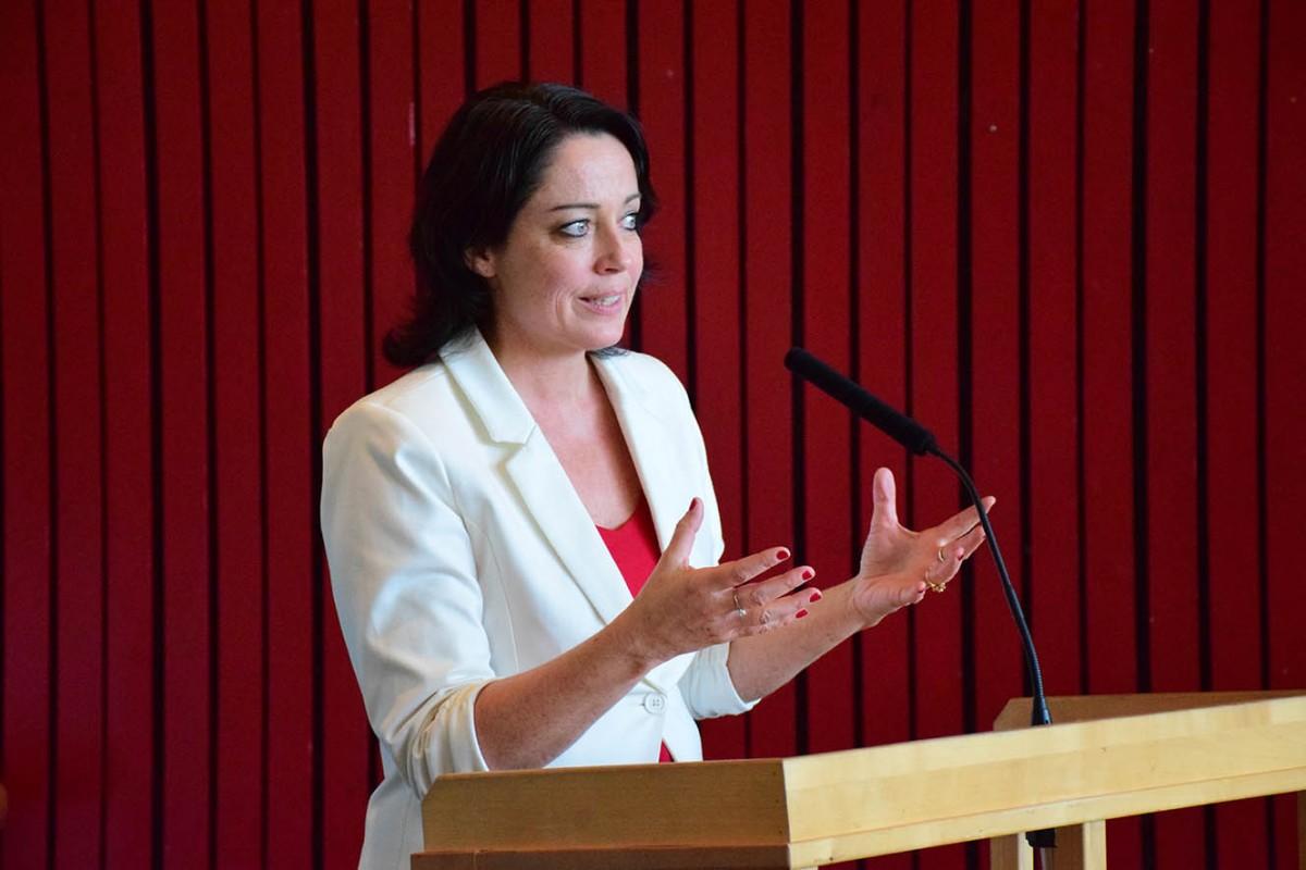 Stortingsrepresentant Else May Botten var hovudtalar under arrangementet i Surnadal kulturhus.  Foto: Jon Olav Ørsal