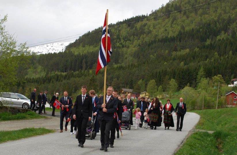 Toget på Nordvik startar ved Oppistua og går innover til forsamlingshuset.  Arkivfoto: Sverre Kjølstad