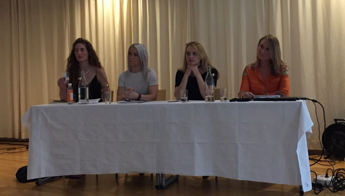 Paneldeltakarane. Frå venstre Yngvild Sæter, Kine Paola Sæter, Linne Myhre og Kari Løvendahl Mogstad. Foto: Dordi J H