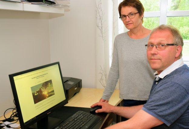 Anna Britt og Palmer har kontor heime i bustaden på Nordvik. No er dei komne på nettet med eiga heimeside for gravferdsbyrået.   Foto. Jon Olav Ørsal