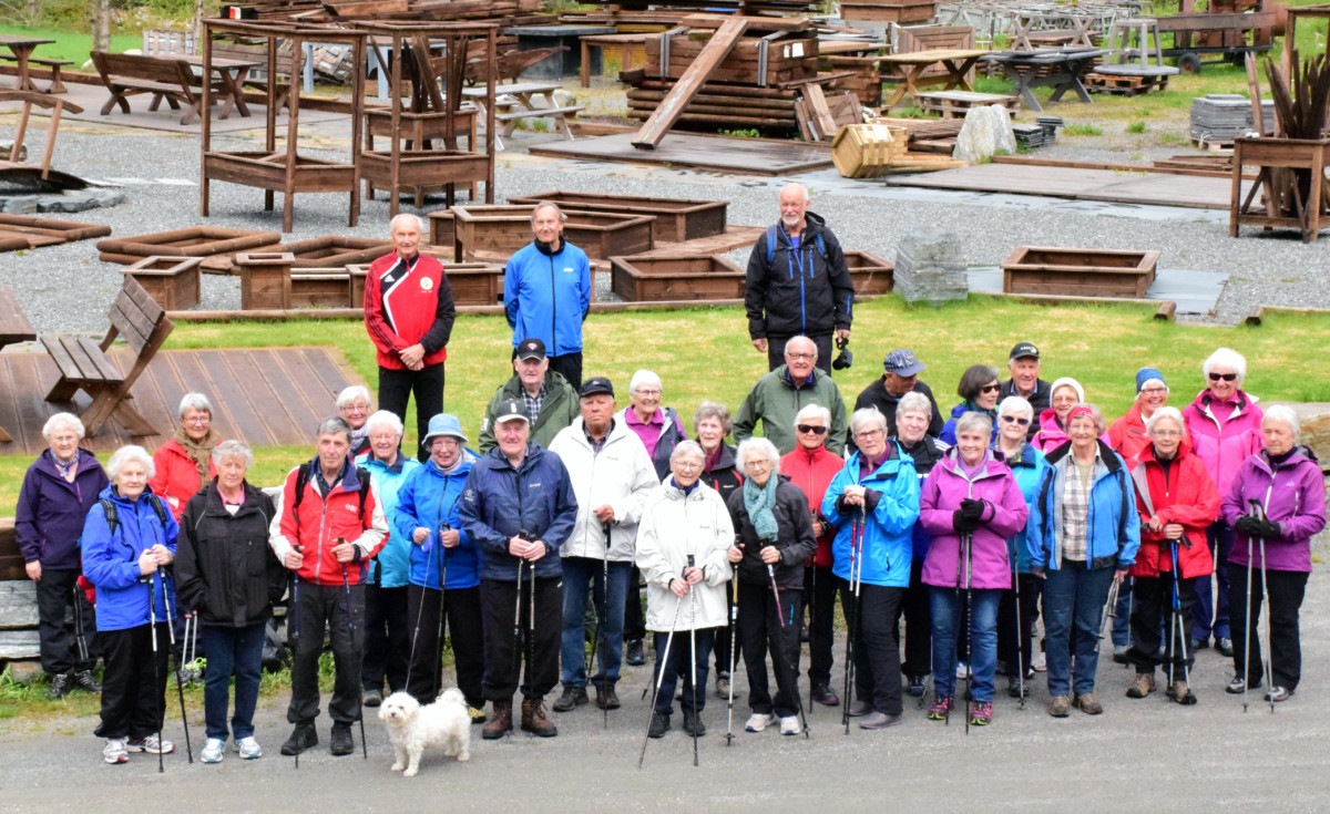 Stavganggruppa - heile gjengen samla ved Gammelfabrikken før avgang.  Arkivfoto: Jon Olav Ørsal